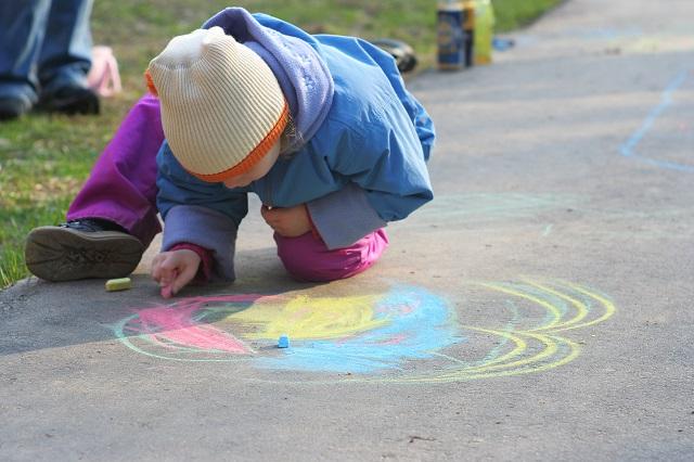 Dieťa si kreslí
